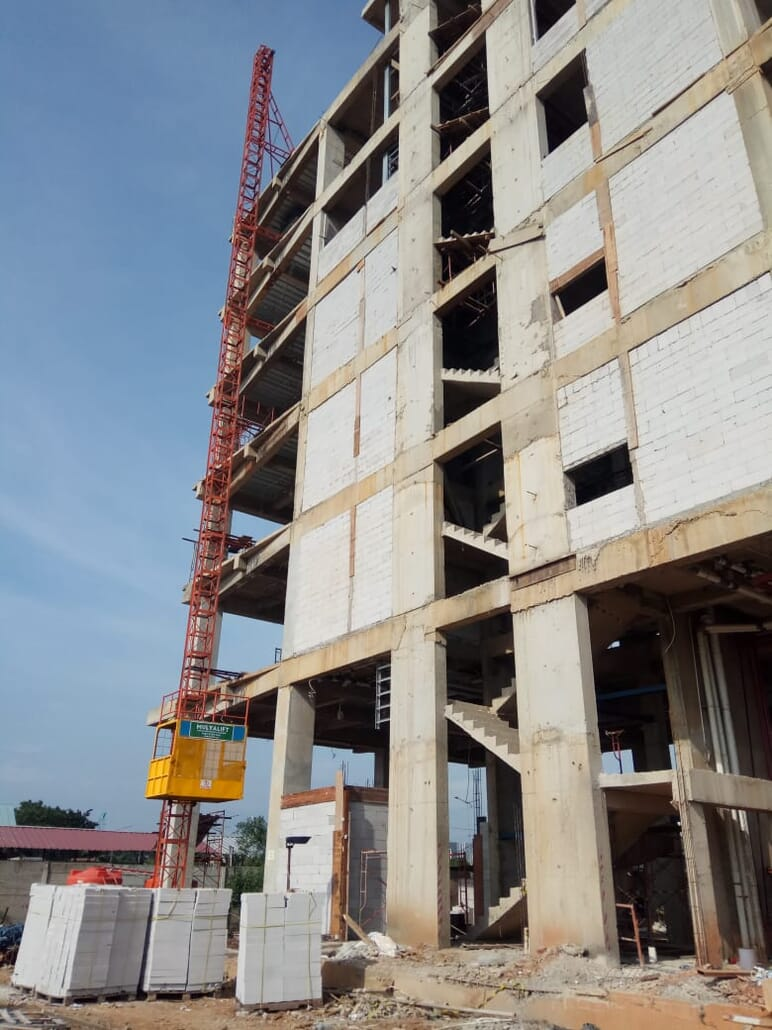 Lift Barang hoist atau lift material lift cargo lift barang